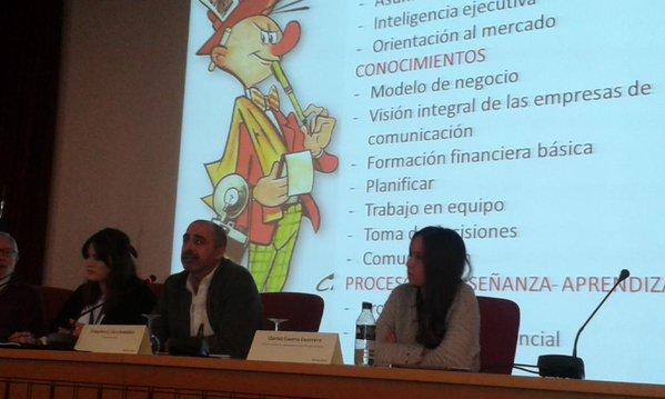 Estupenda mesa de expertos, con @fjcaro @cwarwarrior y Carlos Guerrero, moderada por @Biancasanchez14.jpg